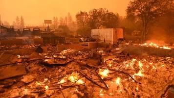 kalifornien, usa: vorsichtsmaßnahme gegen waldbrände: 800.000 kunden soll strom abgeschaltet werden