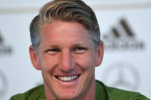 Nach Karriere-Ende: Familie oder Fußball: Wohin führt Schweinsteigers Weg?