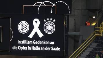 Vor Fußball-Länderspiel: Gestörte Schweigeminute: Halt die Fresse-Rufer wird im Stadion und im Netz gefeiert