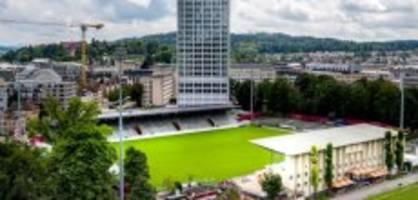 zu wenig sitzplätze: kennt der fussballverband die uefa-regeln nicht?
