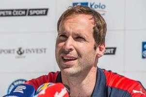 ex-chelsea keeper petr cech wird nun eishockey-torwart