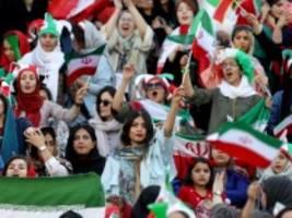 Fußball: Frauen in Iran dürfen erstmals ins Stadion