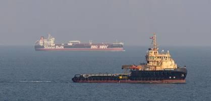 iran meldet raketenangriff auf tanker – Öl läuft aus