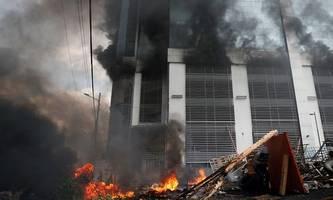 demonstranten in ecuador verwüsten regierungsgebäude