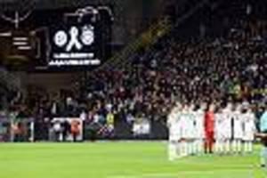 """bei schweigeminute für halle-opfer - """"halt-die-fresse""""-fan verrät, wie es zu seinem statement beim deutschland-spiel kam"""