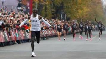 Kipchoge läuft als Erster Marathon unter zwei Stunden