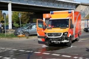 marzahn: unfall mit rettungswagen: sechs verletzte personen