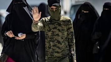 Kurden: Fast 800 Angehörige von IS-Anhängern aus Lager in Syrien geflohen