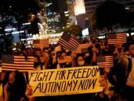 Zehntausende feiern Pläne: US-Kongress will Hongkonger unterstützen