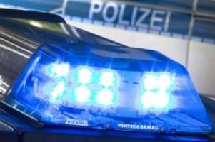 Polizei   : Mann schlägt Frau in der U1 ins Gesicht - Täter ermittelt