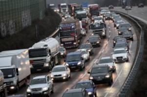 Unfall : Kollision auf der A1 – zehn Fahrzeuge beteiligt