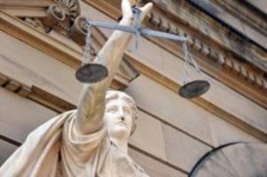 Kriminalität: Vater erstochen: Psychisch kranker Mann steht vor Gericht