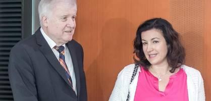 digitalstaatsministerin bär sauer auf innenminister seehofer
