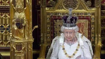 Feierliche Zeremonie: Britisches Parlament wird von der Queen wiedereröffnet