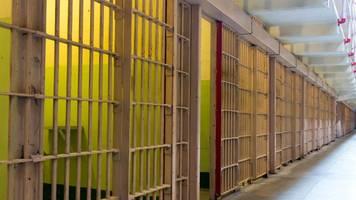 polizistenmord: australier saß 19 jahre unschuldig in haft