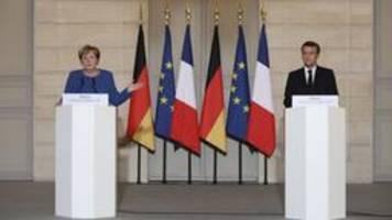 Merkel und von der Leyen in Paris: Ausweg dringend gesucht
