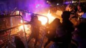 Katalonien : Massenproteste schlagen in Gewalt um