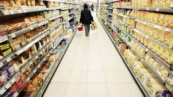 Rewe, Edeka und Co.: : Der Kampf ums Supermarkt-Regal: Wenn Start-ups und Konzerne um Kunden buhlen