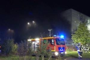 Rund 70 Autos in Brand: Großbrand am Flughafen Münster Osnabrück gelöscht