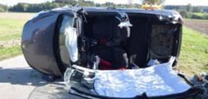 Aeschi SO: Auto kommt von Strasse ab - zwei Frauen im Spital
