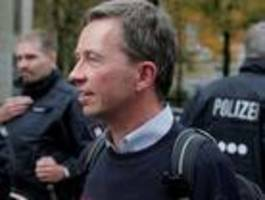 lucke verlässt uni hamburg unter polizeischutz