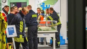todesursache unklar: zwei tote mitarbeiter an einem tag: feuerwehr sucht nach giftstoffen in hermes-lager