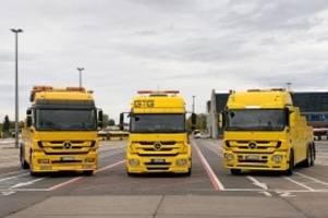 berliner verkehrsbetriebe: busspur-abschleppen durch bvg: laster da, genehmigung fehlt