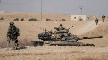 Türkischer Einmarsch: Viel reden, wenig handeln? Das hat die Bundesregierung im Syrien-Konflikt bisher (nicht) getan