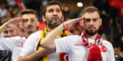 fußballer salutieren erdoğans armee: krieg in der kreisklasse