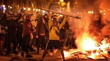 Ausschreitungen: Dritte Nacht mit schweren Krawallen in Barcelona – Autos angezündet