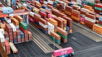 Warenhandel: EU-Außenhandelsüberschuss mit USA vergrößert sich weiter