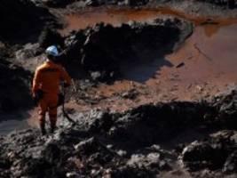 Nach Dammbruch in Brasilien: Angehörige der Opfer erstatten Anzeige gegen TÜV Süd