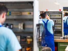 Vor allem von außerhalb der EU: Studie: Mehr Arbeitsmigranten nötig