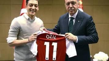 15 monate nach dem rücktritt: Özil bricht sein schweigen: «rassismus war immer da»