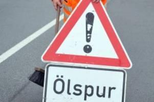Verkehr: Ölspur auf Märkischer Allee: Behinderungen im Berufsverkehr