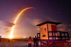 Raumfahrt: SpaceX: Elon Musk will 42.000 Satelliten ins All schicken