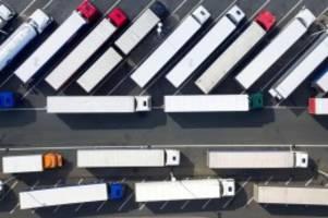 Verkehr: Trucker verzweifelt gesucht: Zehntausende Fahrer fehlen