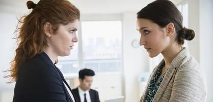Mit diesen acht Regeln wehren Sie sich gegen nervige Kollegen