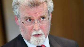 Minister berichtet von Vorfällen bei Haft des Mia-Mörders