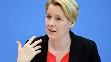 Terroranschlag in Halle: Giffey fordert Gesetz gegen Extremismus