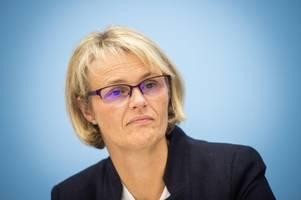 Batteriefabrik: Ministerin Karliczek steht weiter unter Druck