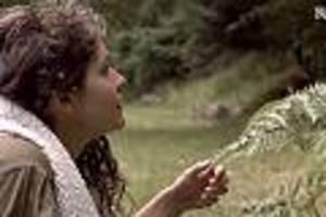 es gibt sogar ein manifest - bizarrer Öko-trend: aktivisten haben sex mit der natur, um den planeten zu retten