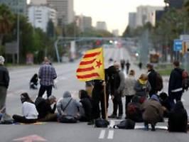 streik, proteste, großkundgebung: separatisten legen katalonien lahm