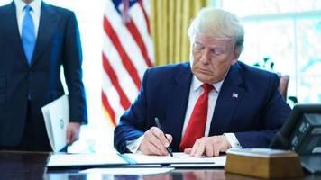Eine Botschaft, viele Wege: Mit freundlichen Grüßen: Dein Feind Donald Trump