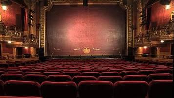 diskussion um zugang zu kultur: liebes theater, zeigt uns doch bitte einfach mal normale stücke!