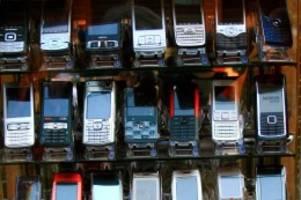Hamburg-Harburg: In Handyshops massenhaft Kundendaten ausgespäht