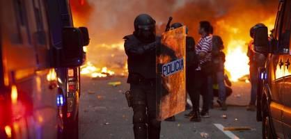 Gewalt und Feuer in den Straßen von Barcelona