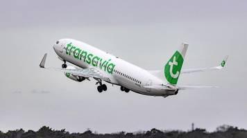 transavia: passagier will während des flugs notfalltür öffnen – maschine muss umkehren