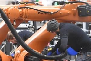 Kuka baut noch mal Arbeitsplätze ab: Mitarbeiter müssen wieder zittern