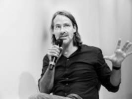 Richard David Precht im Audio-Interview: Die Frage nach dem Glück ist die überschätzteste unserer Gesellschaft